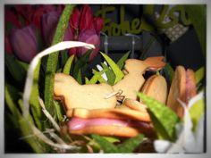 Kekse zu Ostern? Klar. In Osterhasen Optik und mit zwei verschiedenen Füllungen: Himbeere und Eierlikör.