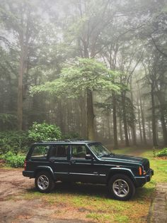 2000 Jeep Cherokee XJ Classic - The most characteristic and stylish SUV ever made. Youngtimer now but an oldtimer in a few years.