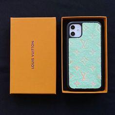 3色可選特別な工芸でキラキラなモノグラム柄のデザインあり、そのファッション感は味わうことができます。 Iphone Leather Case, Teen Girl Outfits, Apple Products, Iphone Case Covers, Gadgets, Luxury, Christmas, Phone Cases, Cases