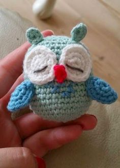 I made this beautiful owl, which should be part of a turmoil. When I had to add the beak I was left wondering what color it should be . I made this beautiful owl, which should be part of a turmoil. Diy Crochet And Knitting, Crochet Birds, Crochet Teddy, Cute Crochet, Crochet Animals, Crochet For Kids, Beautiful Crochet, Crochet Toys, Beautiful Owl