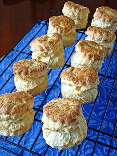 I am often asked by my friends how to make the perfect scones. None of my friends seems to be happy with the results of their homemade sc. Sweets Recipes, My Recipes, Baking Recipes, Cake Recipes, Desserts, Fluffy Bread Recipe, English Food, Coffee Cake, Bread Baking