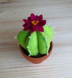 Little Felt Cactus by StayTrueEmbroidery on Etsy New Crafts, Cute Crafts, Diy Crafts For Kids, Felt Flowers, Diy Flowers, Pincushion Tutorial, Felt Tutorial, Felt Succulents, Cactus Decor
