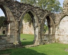 Croxden Abbey - View of the chapter house entrance. Photo via English Heritage English Heritage, House Entrance, West Midlands, Gothic Architecture, 14th Century, National Forest, Barcelona Cathedral, Outdoor Structures, Places
