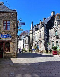 rochefort-en-terre-francia Mont Saint Michel, South Of France, Thailand Travel, Bordeaux, Beautiful Places, Places To Visit, Adventure, Mansions, Architecture
