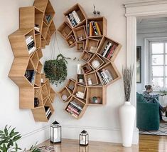 This time we will share interesting book-shelves ideas. Isn't it more awesome if our books are displayed on the book-shelves that decorate the house. Decor Room, Living Room Decor, Diy Home Decor, Diy Wood Projects, Home Projects, Wood Crafts, Diy Furniture, Furniture Design, Furniture Plans