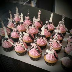 Eiffel Tower cupcakes for a Paris themed baby shower Paris Birthday Cakes, Parisian Birthday Party, Paris Themed Cakes, 10 Birthday Cake, Parisian Party, Paris Birthday Parties, Barbie Birthday, Sweet 16 Birthday, Paris Cupcakes
