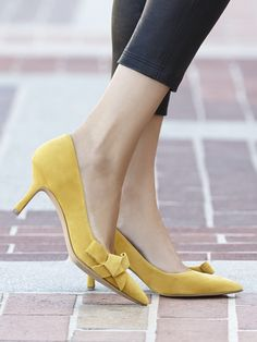 Mustard yellow suede pumps with charming bow details