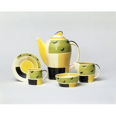 Kestrel Coffee Set, Susie Cooper 1932.  Doesn't the coffee pot look like it's smiling?