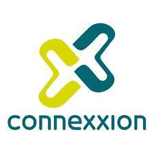 Het logo van Connexxion. Het logo ziet er kleurrijk en zakelijk uit. Je herkent gelijk de kleuren, zodat je weet dat het Connexxion is