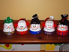 Adorable snowmen from Styrofoam cups.