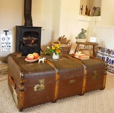 VINTAGE STEAMER TRUNK Vintage Suitcase OLD TRAVEL TRUNK ~ QUIRKY COFFEE TABLE   eBay