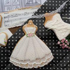 и еще ...#вкусныеплатья Summer Cookies, Fancy Cookies, Iced Cookies, Cute Cookies, Easter Cookies, Cupcake Cookies, Cupcakes, Wedding Dress Cookies, Wedding Shower Cookies