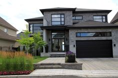 Things You Won't Like About Contemporary House Exterior and Things You Will .- Things You Won't Like About Contemporary House Exterior and Things You Will … Things You Won't Like About Contemporary House… - Modern Exterior, Exterior Design, Exterior Colors, Style At Home, Dream House Exterior, House Goals, Modern House Design, Home Fashion, House Colors