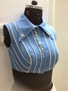 Cute! Blouse Back Neck Designs, New Blouse Designs, Stylish Blouse Design, Dress Designs, Denim Jacket Fashion, Denim Blouse, Sexy Blouse, Blouse Dress, Blue Blouse