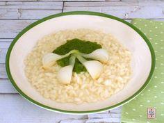 Risotto con i cipollotti, dal sapore delicato, condito con una crema frullando la parte verde dei cipollotti.
