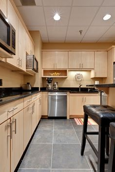 Maple cabinets – a good choice for elegant and modern kitchen cabinets Kitchen Flooring, Kitchen Cabinets And Backsplash, Maple Kitchen Cabinets, Interior Design Kitchen, Wood Kitchen, Grey Kitchen Floor, New Kitchen Cabinets, Kitchen Renovation, Kitchen Design