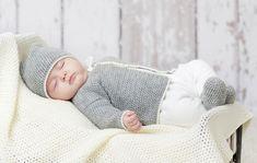 Tee Kotilieden helpolla ohjeella itsellesi tai lahjaksi vauvan asusetti! Voit tehdä setistä yhteneväisen käyttämällä saman väristä lankaa kaikissa osissa!