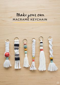 Instructions: DIY keychain with tassel and macramé - Di .- Anleitung: DIY-Schlüsselanhänger mit Quaste und Macramé – Diy Projekt Instructions: DIY keychain with tassel and macramé pendant - Pot Mason Diy, Mason Jar Crafts, Keychain Diy, Make Your Own Keychain, How To Make Keychains, Keychain Ideas, Tassle Keychain, Cool Keychains, Handmade Keychains