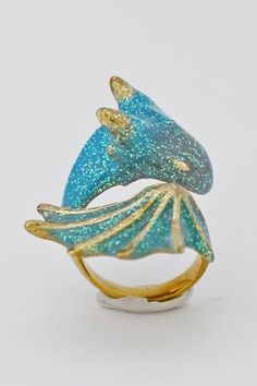 Sapphire Dragon--looks like Toothless!!