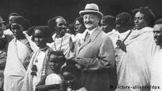 A 1927 photo of Carl Hagenbeck, surrounded by the Somalians he put in a Hamburg zoo