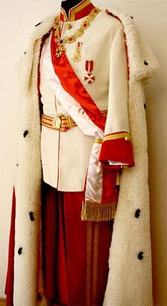 Kaiser Franz Josef - Kostümverleih Breuer in München Military Dresses, Military Uniforms, Gothic Mode, Look Man, Royal Dresses, Character Outfits, Historical Clothing, Military Fashion, Fashion History