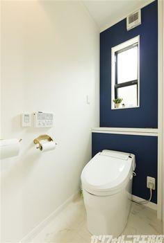 カリフォルニア工務店 Toilet Room, Bathroom Toilets, Wall Colors, Powder Room, Ideal Home, My House, Flooring, Design, Home Decor