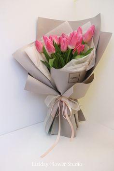 Contact : lizi@liziday.com .  .  .  .  .  #flowers #liziday #flowergift #gift #koreaflower #koreanflorist #florist #flowerarrangement #flowerbox #handtied #꽃다발 #꽃다발포장 #flowerclass #flowershop #flowerwrapping #wrapping #bouquet #플로리스트 #리지데이