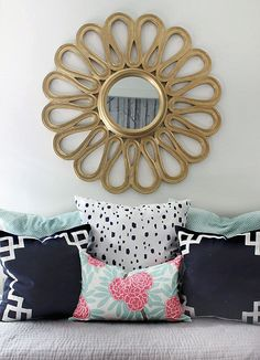 Navy, coral and mint layered with gold. Beatiful color inspiration from the HUNTED INTERIOR: Guestroom Refresh