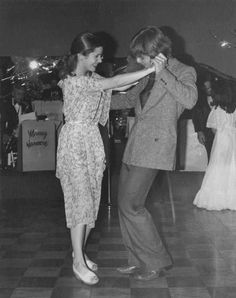 Mark Hamill and Carrie Fisher ballroom dancing, 1977 Carrie Fisher 1977, Carrie Frances Fisher, Carrie Fisher Photos, Mark Hamill Carrie Fisher, Star Wars Meme, Star Wars Cast, Star Trek, Starwars, Star Wars Wallpaper