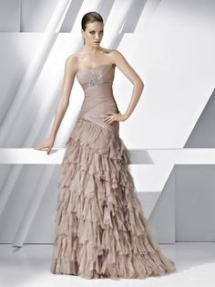 Siguiendo con nuestro especial de propuestas de vestidos para bodas, Pronovias me sigue sorprendiendo por sus espectaculares vestidos. Si acudes a...