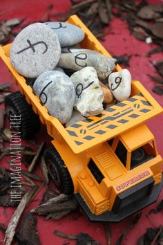 Alphabet Rocks Construction Site Activity Another pinner wrote: This would be a great compliment to a Transportation/Construction Theme – definitely a literacy tool, but could be modified to add a math element too. Preschool Literacy, Literacy Activities, Activities For Kids, Kindergarten, Teaching Resources, Teaching Ideas, Construction Birthday Parties, Construction Party, Construction Theme Preschool