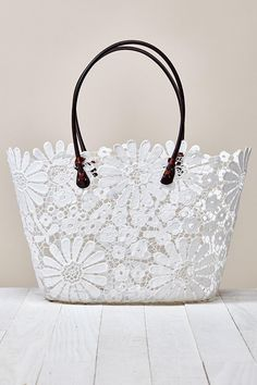 Perfect spring tote!  48 White Purses 7e09a2cf57