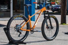 Chuck Passe's luminous orange Big Honzo is hard to miss. The 2017 Big Honzo frame was custom painted* in Rockstar Sparkle Orange by Josh Putnam at Coating Source, with the emphasis heavy on t… All Mountain Bike, Hardtail Mountain Bike, Bmx Bikes, Mtb Bike, Kona Mtb, Bmx Bike Parts, Custom Paint, Cycling, Building