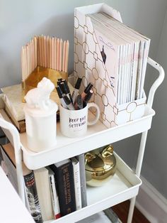 College dorm rooms you need to copy. These college dorm rooms are perfect for your freshman year. Copy these ideas for the best Freshman year! University Rooms, Uni Room, College Dorm Rooms, Diy Room Decor For College, College House, College Apartments, College Dorm Decorations, College Dorm Organization, Cheap Apartments