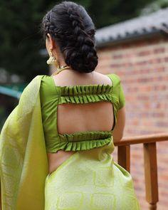 Blouse Back Neck Designs, New Saree Blouse Designs, Blouse Designs Catalogue, Simple Blouse Designs, Stylish Blouse Design, Bridal Blouse Designs, Sari Blouse, Sari Silk, Blouse Patterns