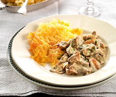 Zürcher Geschnetzeltes mit Kalbsfleisch und Champigons an Weissweinsauce. Passend dazu: Rösti! Sauce A La Creme, Soul Food, Risotto, Mashed Potatoes, Delish, Curry, Food Porn, Food And Drink, Cooking Recipes