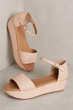 Modern Colorist | A Modern Roundup: Summer Sandals | Gee Wawa Daisy Flatforms
