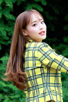 〔🐥〕: 𝚙𝚒𝚗𝚝𝚎𝚛𝚎𝚜𝚝- 𝚐𝚘𝚕𝚍𝚏𝚒𝚜𝚑𝚜𝚖𝚎𝚖𝚘𝚛𝚢_ Kpop Girl Groups, Korean Girl Groups, Kpop Girls, Loona Kim Lip, Chuu Loona, Kim Jung, Olivia Hye, Her Smile, Pop Group