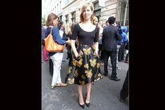 [PARÍS] Falda bien armada en género estampado y stilettos. Foto:Agustina Garay Schang