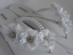 Items similar to White Bridal Flip-Flops / Wedding White Flip Flops / Flowers Flip Flops / Pearl Rhinestones Flip Flops / Bridal Sandals / Bridesmaids shoes on Etsy Wedding Flip Flops, Wedding Shoes, Wedding Stuff, Wedding Ideas, White Bridal, Wedding White, Dream Wedding, Bridesmaid Shoes, Bridesmaids