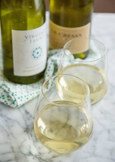 The 5 Best White Wines For Cooking - From the last glug of Sauvignon Blanc, to Marsala, and everything in between. Types Of White Wine, Wine Cellar Racks, Cooking With White Wine, Marsala Wine, Wine Guide, Wine Chiller, Cheap Wine, Wine Sauce, In Vino Veritas