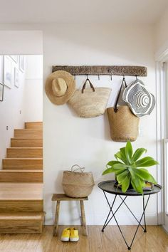 How to decorate your wall with straw hats, bags and baskets? – ziveli