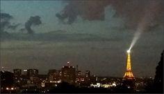 Foto bij nacht met de skyline van Parijs bij nacht. Parijs wordt door vele mensen als de meest romantische stad ter wereld beschouwd. #parijs #skyline #nacht