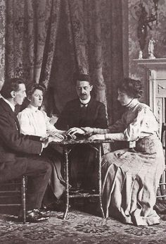 A seance held by Magician William Marriott (second from right), England Detective, Street Magic, Victorian Era, Victorian Halloween, Halloween 2, Halloween Birthday, Birthday Fun, Macabre, Paranormal