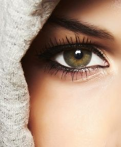 Hooded eyes are similar to monolids in that the main issue is a lack of lid space to apply eye makeup. With hooded eyes, the eyelids are covered up by the skin on the brow bone. Eyes often appear small as a result, and any makeup on the eyelid disappears when the eyes are open. Check out these tips that will help open the eyes, create depth and make them appear more round.