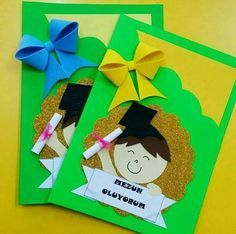 Learn How To Decorate Simple Folders Or Folders With These Incredible Ideas - Gymbody Kids Crafts, Diy And Crafts, Paper Crafts, Graduation Crafts, Graduation Day, Orla Infantil, School Results, Board Decoration, Art N Craft