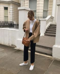 Lizzy hadfield on wool jacket and trousers and some dirty trainers that mum doesnt approve of chic spring outfit Street Style Outfits, Looks Street Style, Simple Street Style, Minimal Style, Winter Outfits, Summer Outfits, Casual Outfits, Dress Winter, Dress Outfits