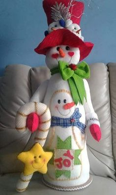 Mary Christmas, Felt Christmas Ornaments, Christmas Snowman, Christmas Holidays, Christmas Projects, Holiday Crafts, Holiday Decor, Santa Decorations, Felt Snowman