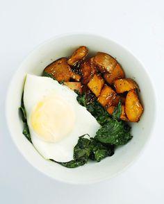 Kale & Sweet Potato Breakfast Bowl | A simple & healthy breakfast to start the day off right. Find the recipe on wanderinginwellness.com!