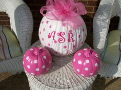 Painted pumpkins for a Baby Shower in the fall! Don't forget pumpkin personalized napkins to match! Otoño Baby Shower, Baby Shower Images, Girl Shower, Baby Shower Themes, Shower Ideas, Halloween Bebes, Pink Halloween, Pink Pumpkins, Painted Pumpkins